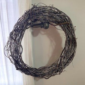 *NWT* Frosted Grapevine Wreath